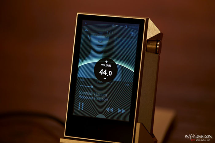 Astell&Kern AK240 Gold Limited Edition开箱赏析