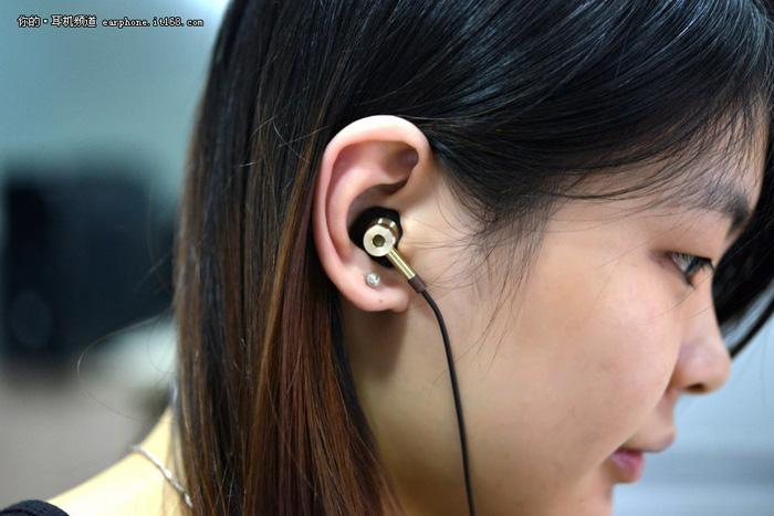 看一下耳机的内部结构