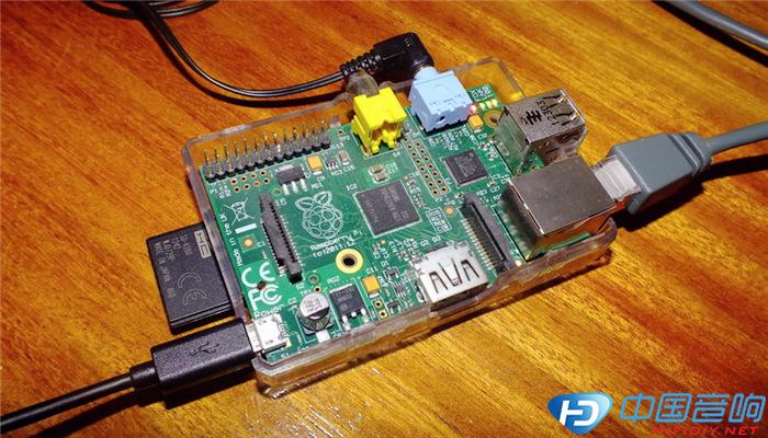 启动Pi时如果是用HDMI线连接,它将侧重于音频,因此我们连接的电视或显示器要有3.5毫米插孔(耳机插孔):将SD卡插入Pi,连接到以太网路由器或分流器,如果想要HDMI这时候就要连,最后接上电源线。 因为在Pi启动时,它将创建自己的目录并引导从另一台计算机访问网络。 上面的操作完成后在浏览器打开一个新标签,并尝试以下操作 'http://volumio.