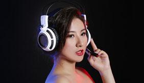 美女来助阵 硕美科游戏耳机图赏