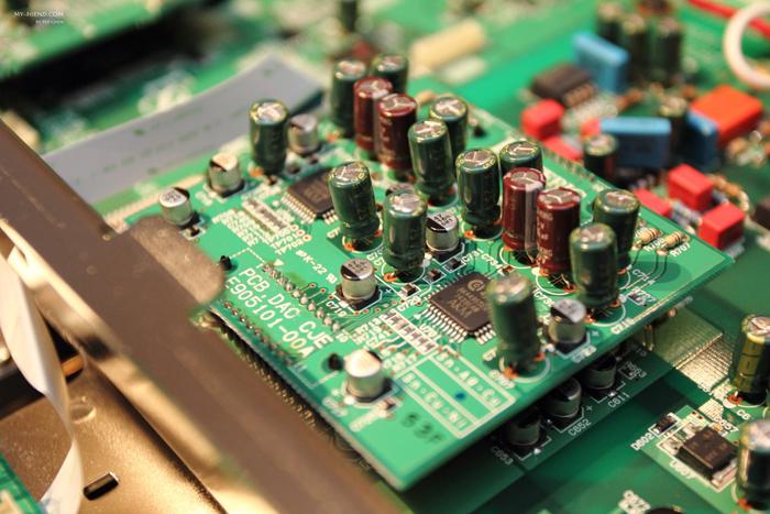 两边声道的dac电路完全分离,采用32位元的akm4495s dac ic,每声道有8