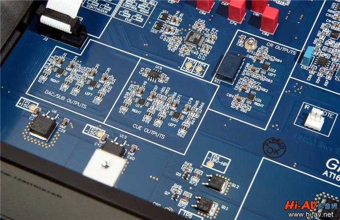 耳机放大器也是本机的重要功能之一,相关的电路配置在靠近机箱前面板