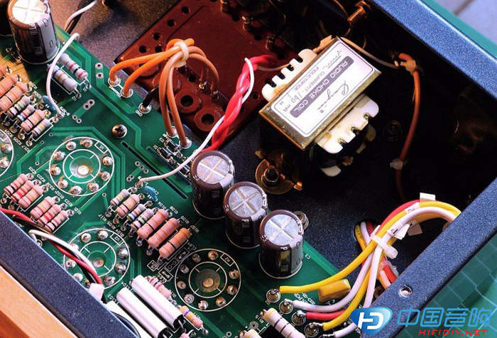 r1与r2为长尾倒相与电压放大级屏高压降压电阻.