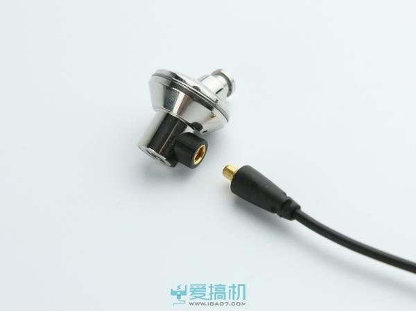 钛晶振膜+可换线 达音科TITAN 5上手玩