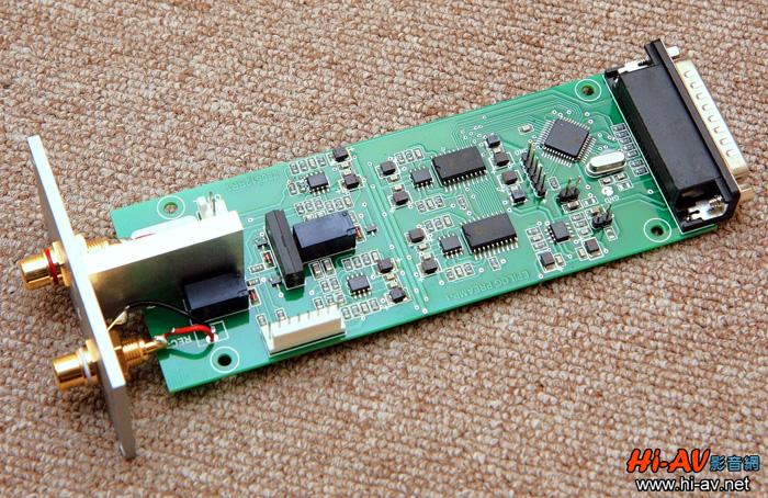 这是录音模组电路板的特写,由於使用集成化晶片,整体看来十分简洁.