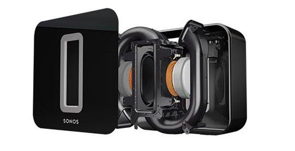 Sonos PLAYBAR是Sonos能让电视拥有演唱会级音效的智能音响,总共拥有9个扬声器驱动器,其中包括3个高频扬声器和6个中低音扬声器,将它与电视连接,便可以播放机顶盒和游戏机等各种音源,无论窃窃私语还是鼎沸人潮,都能清晰展现出令人震撼的音效。为了真正实现匠心制作,PLAYBAR从细节提升观影体验。其夜间模式可动态压缩音频,以免声音过大而惊扰家人,同时也会适度提高微弱声音的音量,增强人声频段的音量,使用户不错过关键对白。 PLAYBAR不仅可以摆放在电视下面,它也可以安装在电视上方和下方的墙上。内