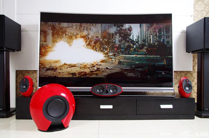 大屏曲面电视加5.1声道音箱 玩爽家庭影院