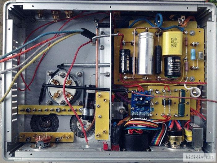 栅漏电阻,我有DALE蓝精灵0.25W金属膜,国产航空713场0.25W 0.1%金属膜,DALE 常规2W金属膜,怎么选? 从功能讲,这里基本没电流,精度和温度稳定性可以讲究点,对声音影响不大,对干扰敏感。 有建议用0.25到0.5W的金属膜,以求干扰少,但是对搭棚,电阻脚总长一样,电阻体积大反而金属膜包覆的面积还大些;有建议说,都2W以上做胆机电阻,因为爬电距离会好点,不容易漏电和干扰,不容易过早老化; 也有很多人说栅漏电阻对音色影响今次于阴极和屏级,这个我看不懂。 取消原西电线绕电阻,这货单线绕法