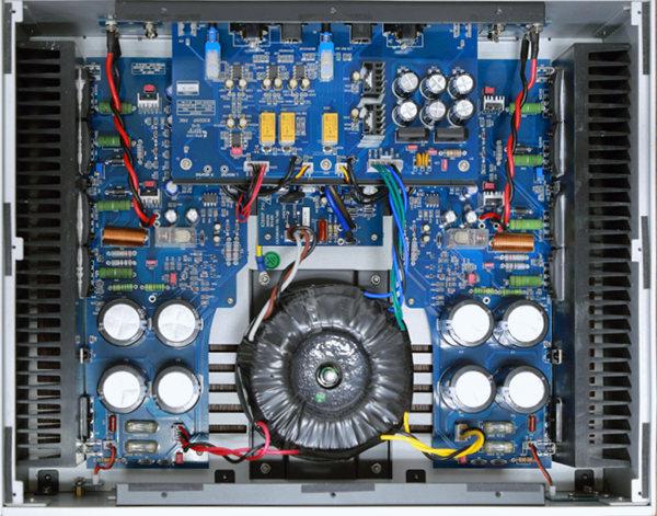 在输入级电路上,可以发现平衡式输入与非平衡式输入电路之间,以继电器